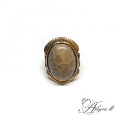 1943 Žalvarinis žiedas Koralo fosilija