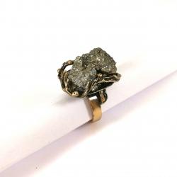 2648 Žalvarinis žiedas su Piritu