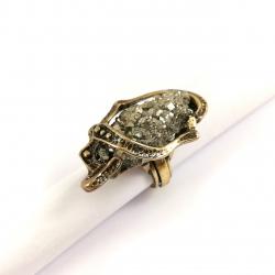 Žalvarinis žiedas su Piritu