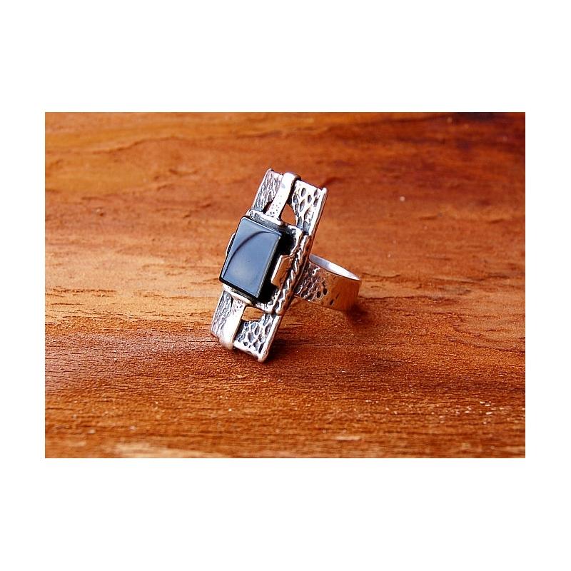 2668 Sidabrinis žiedas su Oniksu Ag 925