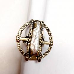 2820 Žalvarinis žiedas su Perlamutrine kriaukle