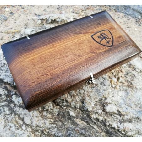 Juodojo (pelkinio) ąžuolo rankų darbo dėžutė su sidabrinėmis detalėmis